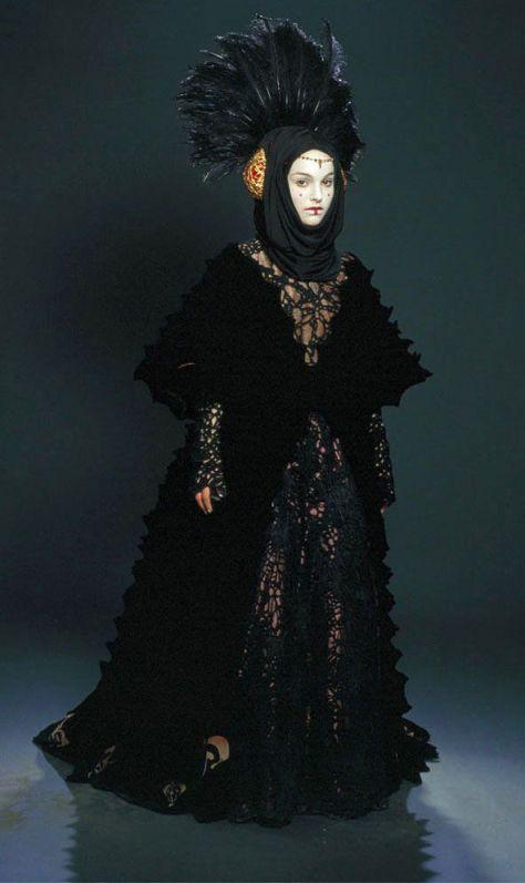 queenamidalablackdress