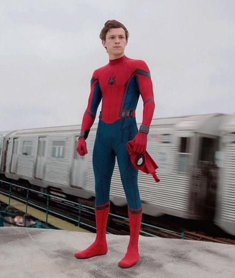 spidermanholdingmask.jpg